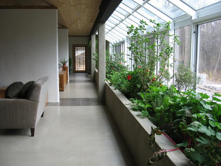 Attached Greenhouse Design With Sustainable Indoor Planter